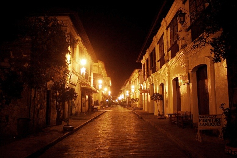 Vigan's most famous street, Calle Crisologo, at night. (Ching Dee / PCI)