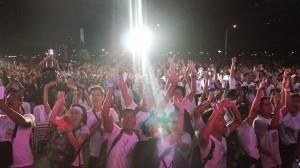 INC brethren who waited for the announcement of the representative from the Guinness World Records joyously shout and raise their hands as it was finally released. (Photographer: Avril Dina / Correspondent: Eunicel Lacson / Facebook page of Iglesia Ni Cristo Worldwide Walk for Typhoon Haiyan - Yolanda)