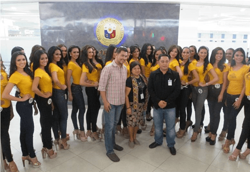The 40 Bb. Pilipinas 2014 Candidates with (L-R) Mr. Gines Enriquez (BPCI Marketing Head), Ms. Josefina Abenoja (DFA NCR North-East Administrative Officer), and Mr. Faisal Tamano (DFA NCR-Northeast Authentication Signing Officer/Security Officer).