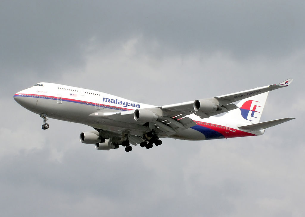 Malasia Airline landing in London Heathrow Airport. Photo by Adrian Pingstone, courtesy of Wikipedia.