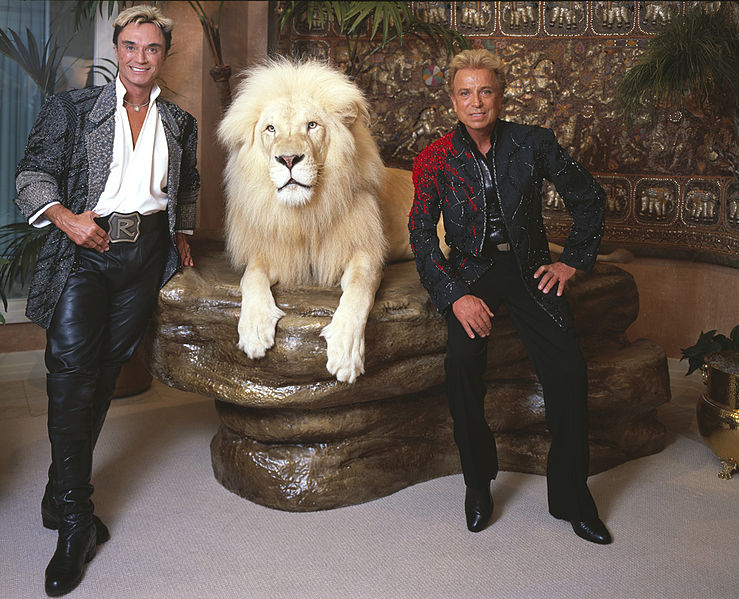 Roy (left) and Siegfried with Mantecore, their white lion (Wikipedia photo)