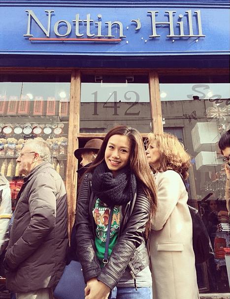 Rachelle Ann Go in front of Notting Hill in London. Photo courtesy of @gorachellean on Instagram.
