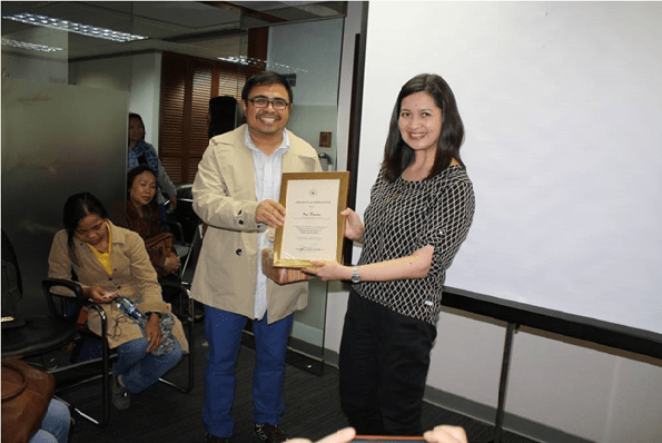 Acting Head of Consular Post Rosanna Villamor Voogel presented a Certificate of Appreciation  to Mr. Ivan Henares for having shared his expertise on the preservation of  Philippine Heritage during the forum.