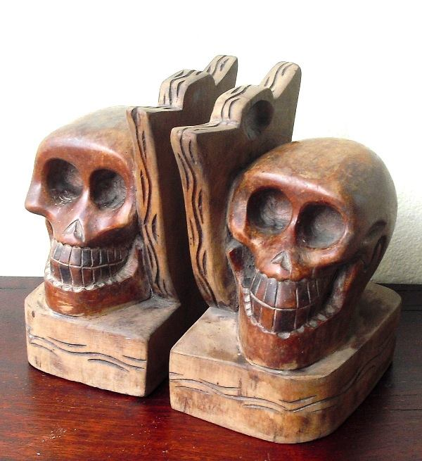 This unique pair of bookends featuring carved skulls, possibly a souvenir from Baguio City, was a find too good to pass up. Too bad someone else found them before I did! (Photo: Ixxam Neo-Retro Finds)