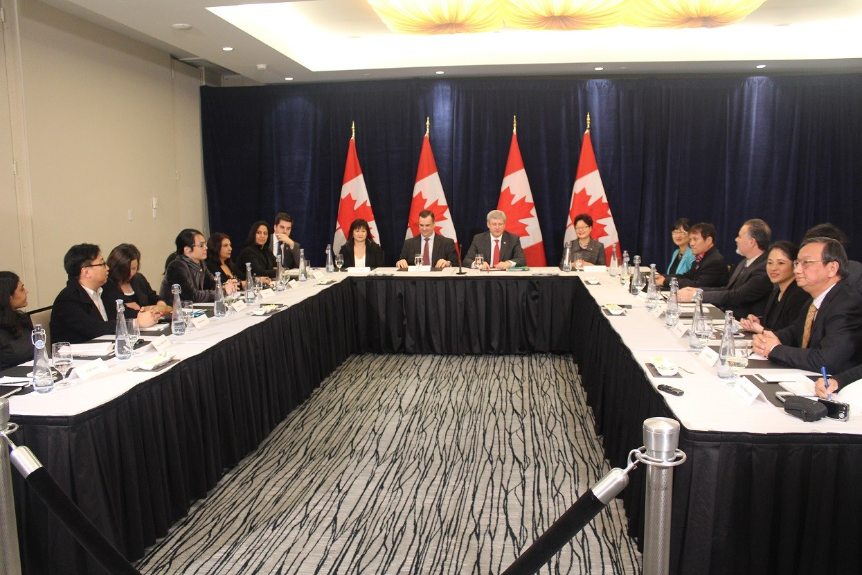 Several members of the Vancouver media, including Philippine Canadian Inquirer, participated in a roundtable with Prime Minister Stephen Harper on Monday, January 7 to discuss issues about immigration, inter-provincial trade, national debt, oil and gas and family reunification.