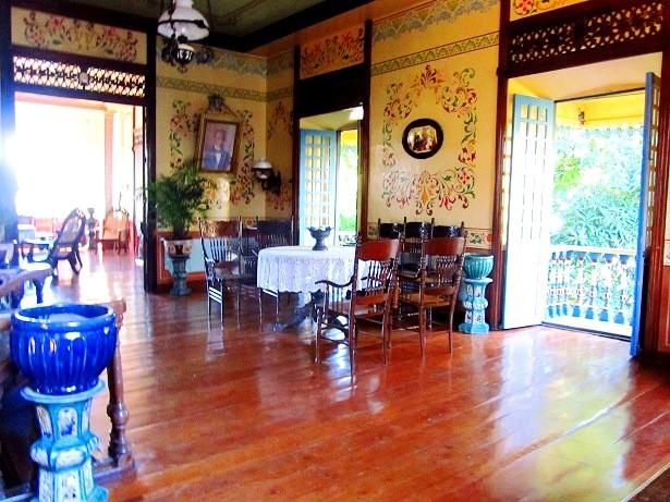 Villavicencio 1870 Wedding Gift House's ante sala. Photo by author.