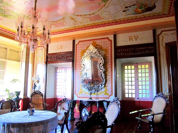 Villavicencio 1870 Wedding Gift House's living area. Photo by author.