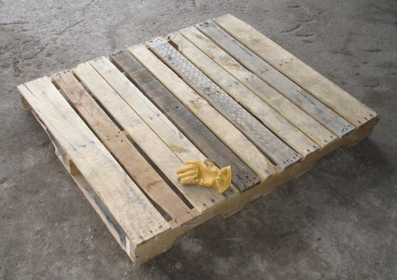 Classic wooden pallet (Wikipedia photo)