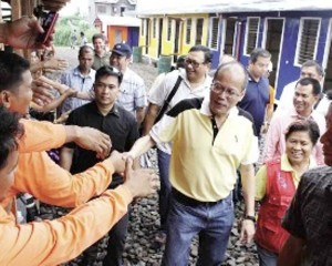 President BS Aquino takes time out for a photo-op while inspecting the controversial bunkhouses (Photo : getrealphilippines.com)