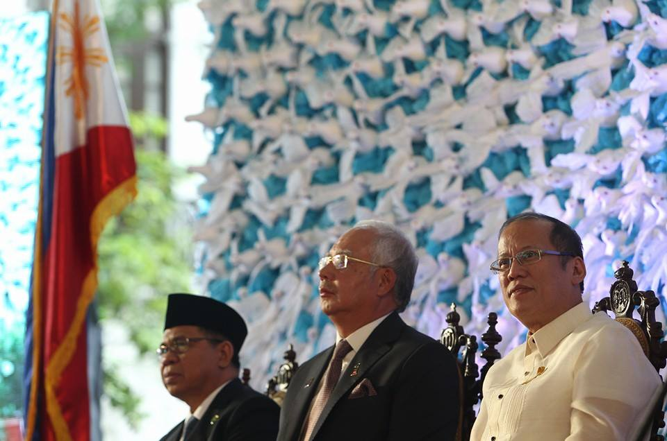 Malaysian Prime Minister Najib Razak, center, at the signing of the peace treaty  between the Philippine government and the Bangsamoro Muslims.