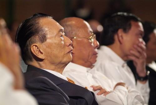 Dr. Emilio T. Yap (dark coat), Chairman of Manila Bulletin and Manila Hotel. Photo courtesy of the International Peace Foundation.