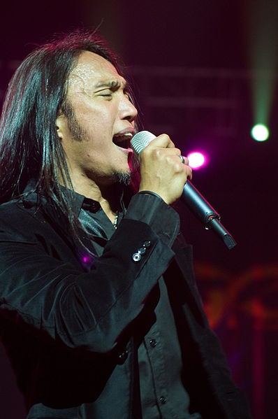 Arnel Pineda (Wikipedia photo)
