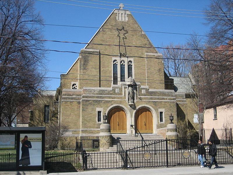 Sacre-Coeur Catholic Church, Toronto by SimonP/ CC BY-SA 3.0