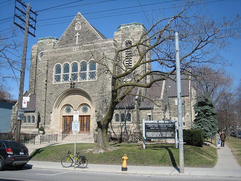 Corpus Christi Catholic Church, Toronto by Simon P/ CC BY-SA 3.0