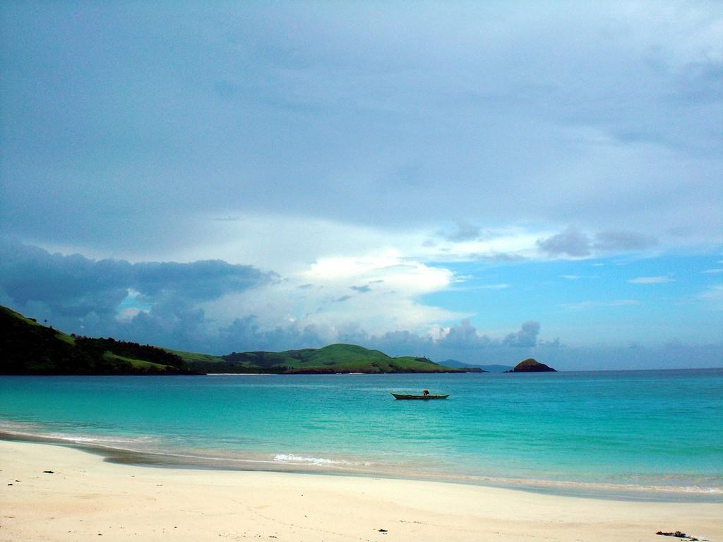 Calaguas beach. Photo courtesy of Travel Photology / Wikipedia