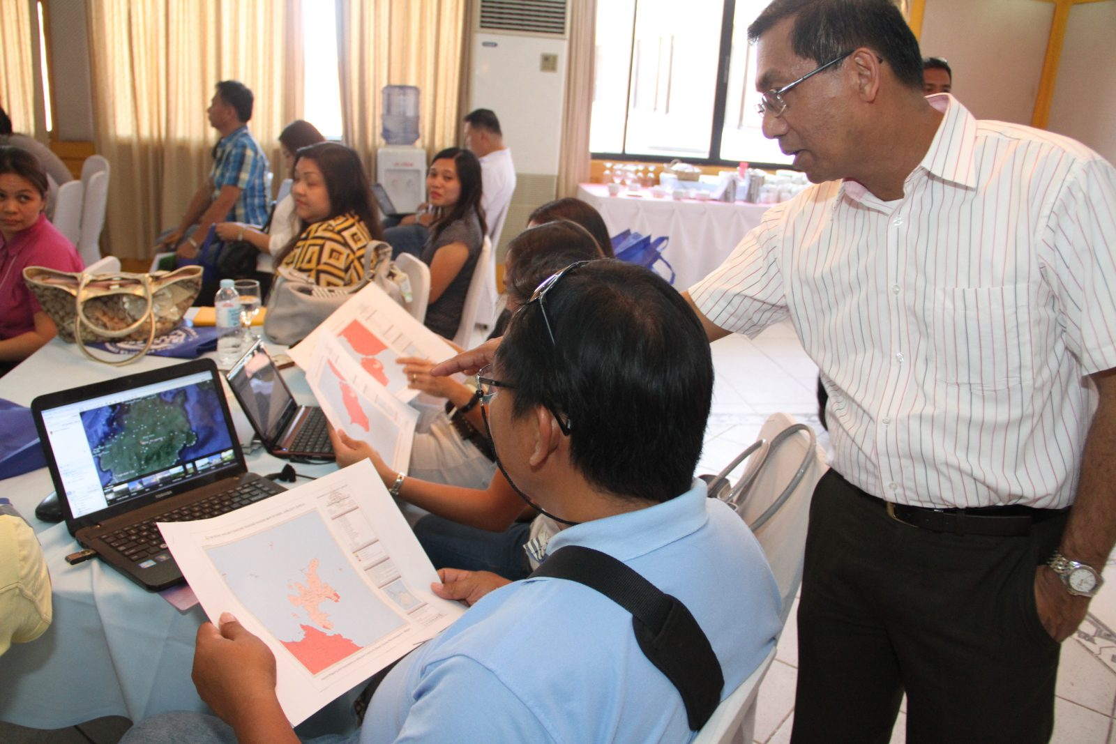 PHIVOLCS Director Renato U. Solidum and PAGASA Administrator Vicente Malano guide INAP participants from Bohol as they work on one of the hands-on activities.