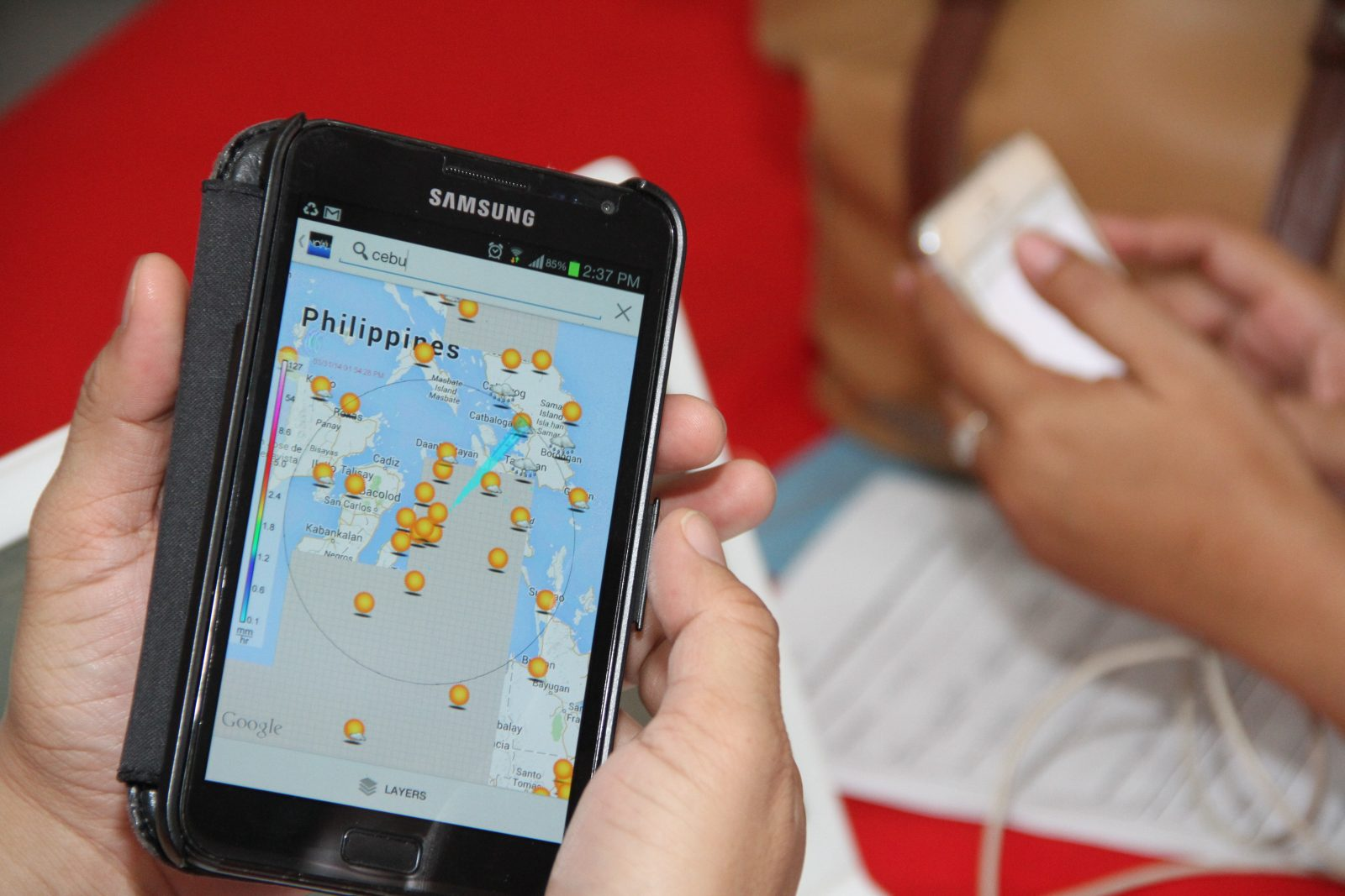 A Cebu participant checks out Project NOAH website (www.projectnoah.gov.ph) in his smartphone.