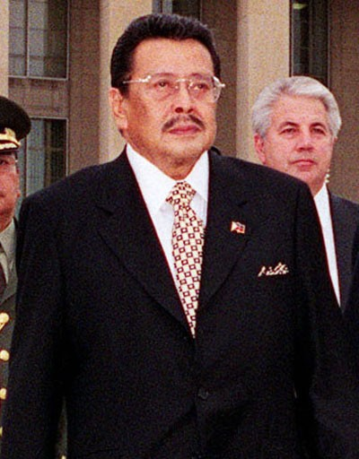 Manila Mayor Joseph Estrada on a visit to the Pentagon, (Wikipedia photo)