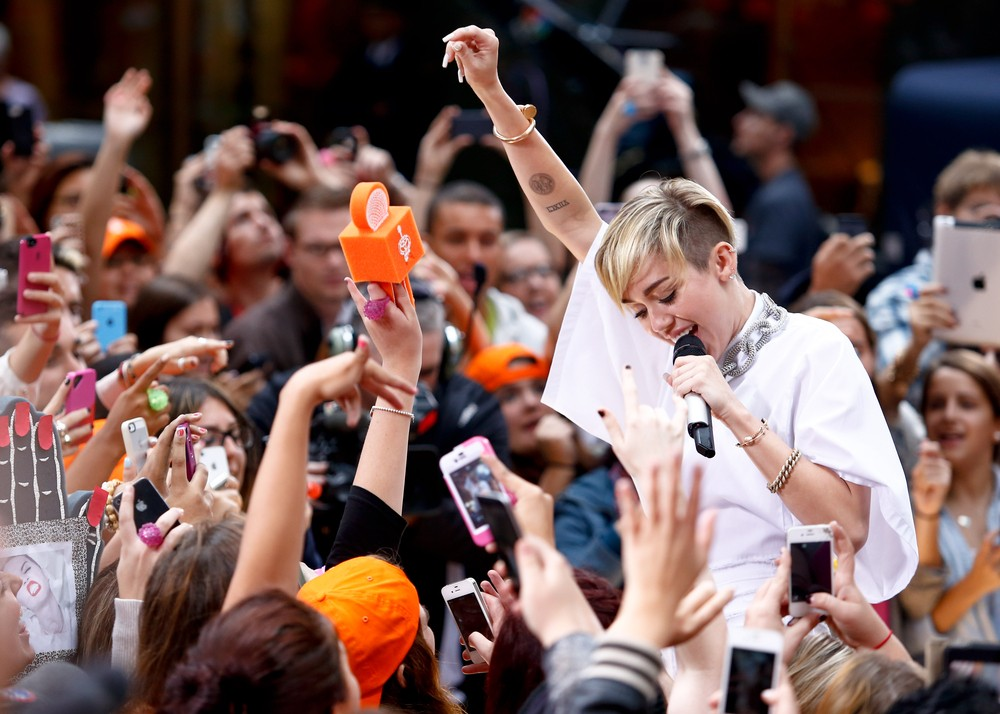 Miley Cyrus performing on The Today Show (2013). File photo by Debby Wong / Shutterstock