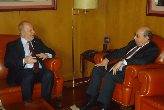 Ambassador Philippe J. Lhuillier exchanging views with Dr. José Antonio Barros, Chairman of the General Council of the Associação Empresarial de Portugal (AEP) based in Porto.