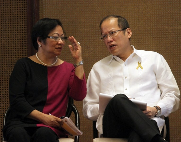 Secretary of the Department of Labor and Employment Rosalinda Dimapilis-Baldoz and President Benigno Aquino III (Malacanang Photo Bureau)