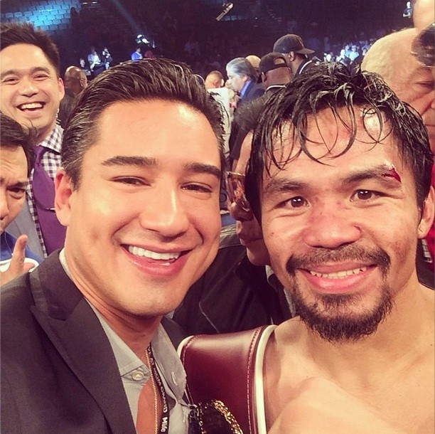 TV host Mario Lopez took a selfie shot with Manny Pacquiao and the whole team. Photo from Mario's Instagram account