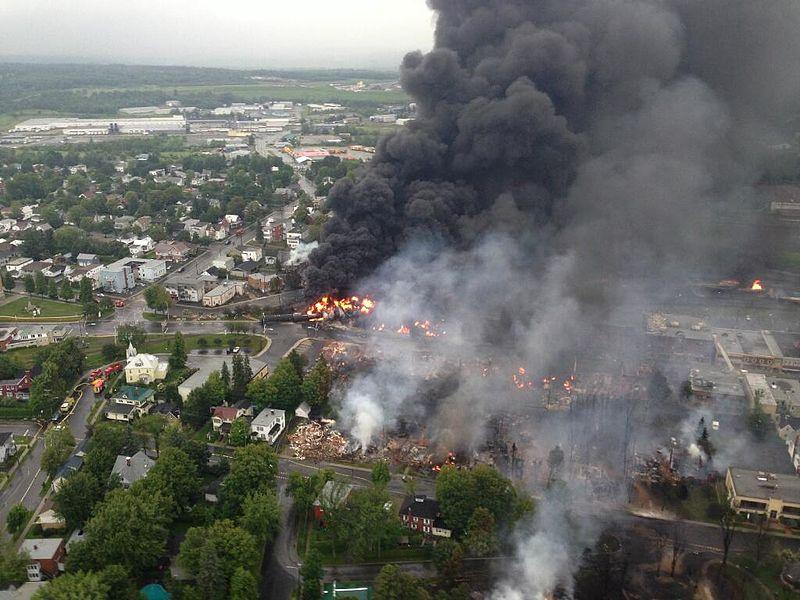 Picture taken from a Sûreté du Québec helicopter of Lac-Mégantic, the day of the derailment. Photo from Sûreté du Québec / Wikimedia Commons.