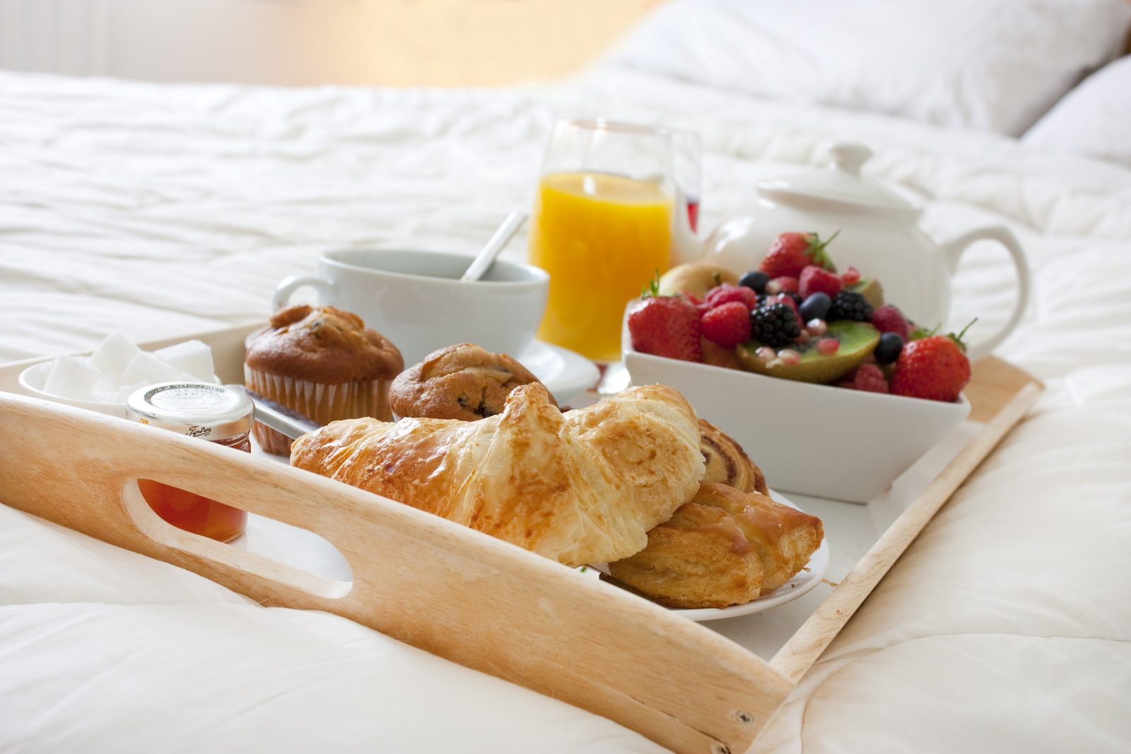 Breakfast in bed is a great way to start the day. (ShutterStock)