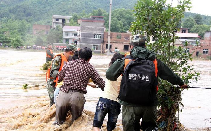 Rescuers evacuate trapped villagers as flood runs past Hongdong Village of Tongmu Township in Pingxiang City, east China's Jiangxi Province, May 25, 2014. Photo by Xie Shushun / Xinhua via Twitter.
