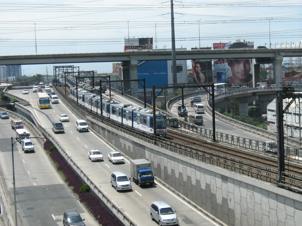 Magallanes Interchange along MRT tracks. Wikipedia photo