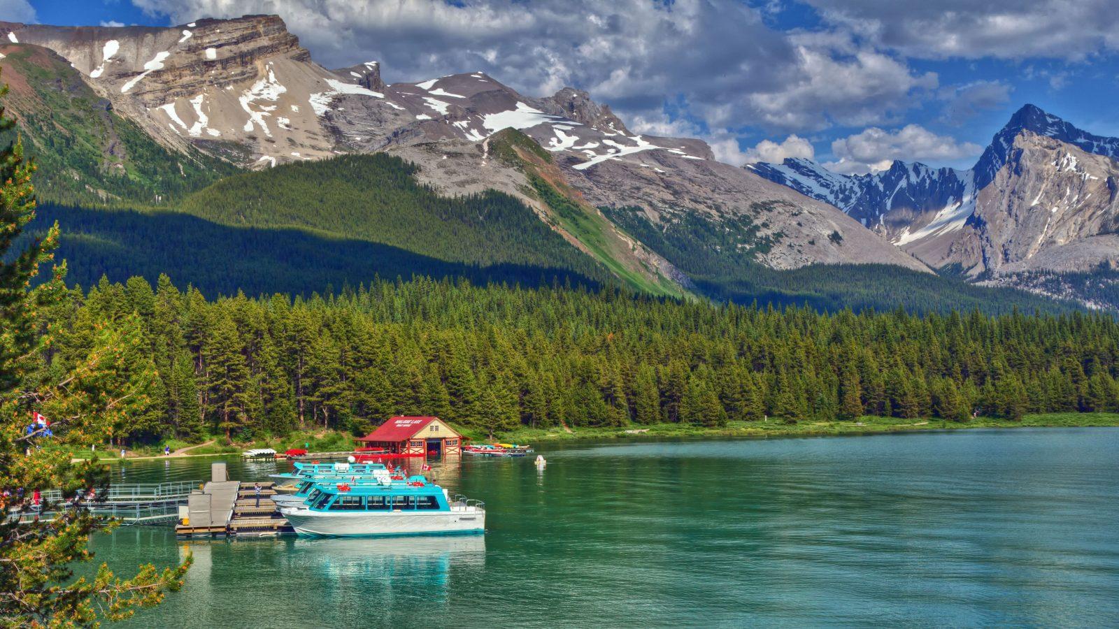 Maligne Lake. Expose / ShutterStock