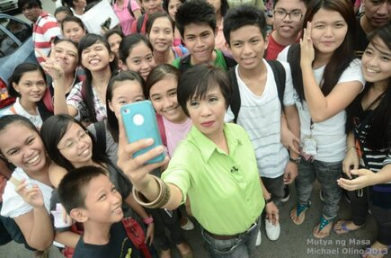 Mutya ng Masa Doris Bigornia takes a 'selfie' with the crowd