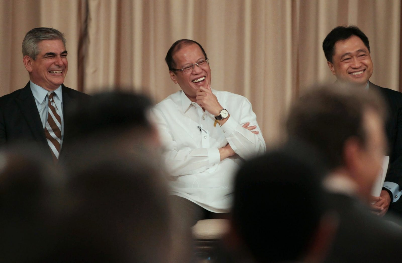 President Benigno S. Aquino III shares a light moment with Ayala Corporation chairman and chief executive officer Jaime Augusto Zobel de Ayala and Finance Secretary Cesar Purisima during the courtesy call of the ASEAN Business Club at the Reception Hall of the Malacañan Palace on Wednesday (May 21, 2014). The ASEAN Business Club is an association of the chief executives of ASEAN's most important business enterprises, who are committed to the advancement of the ASEAN agenda. (Photo by Benhur Arcayan / Malacañang Photo Bureau)