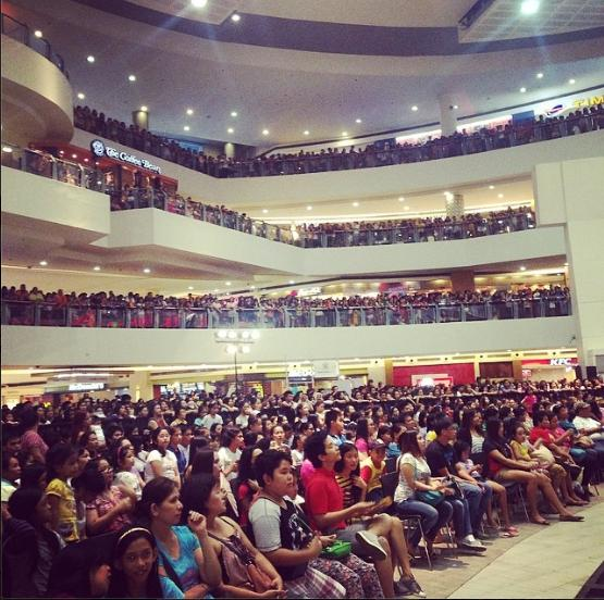 Thousands of fans gathered at the Trinoma Activity Center last Saturday for the grand fans' day of 'Dyesebel' (photo from Trinoma's official Instagram account)