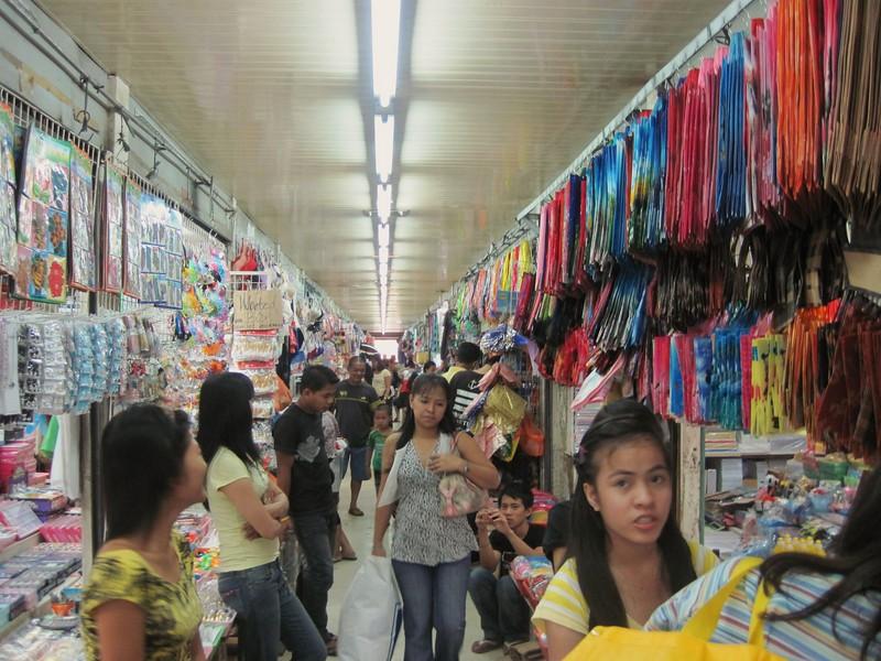 Shopping in Divisoria. Photo courtesy of Novakistan.com