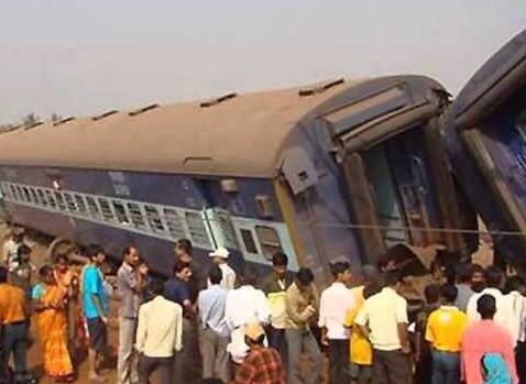 Train accident in India. Photo courtesy of @abnnewseng / Twitter