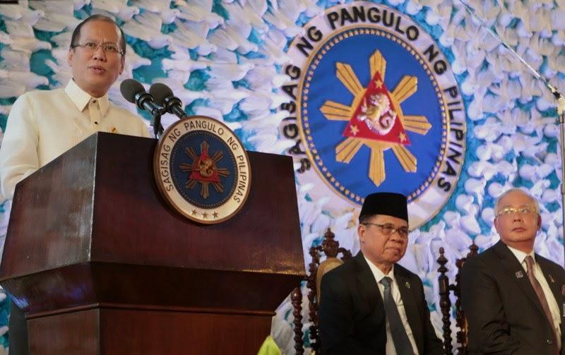 President Benigno Aquino III at the signing of the Comprehensive Agreement on the Bangsamoro. Malacanang Photo Bureau