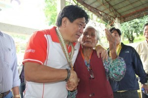 Agriculture Secretary Proceso Alcala with a local. Photo courtesy of Alcala's Facebook page.