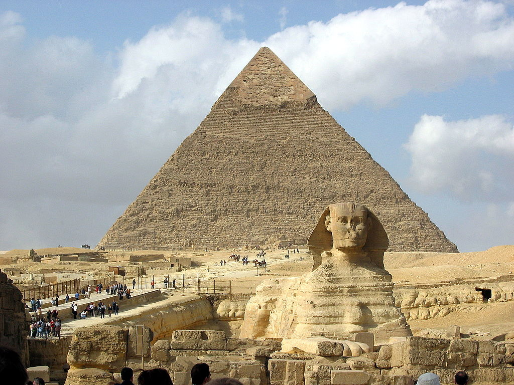 Great Sphinx of Giza and the pyramid of Khafre. Photo by Hamish2k / Wikimedia Commons.