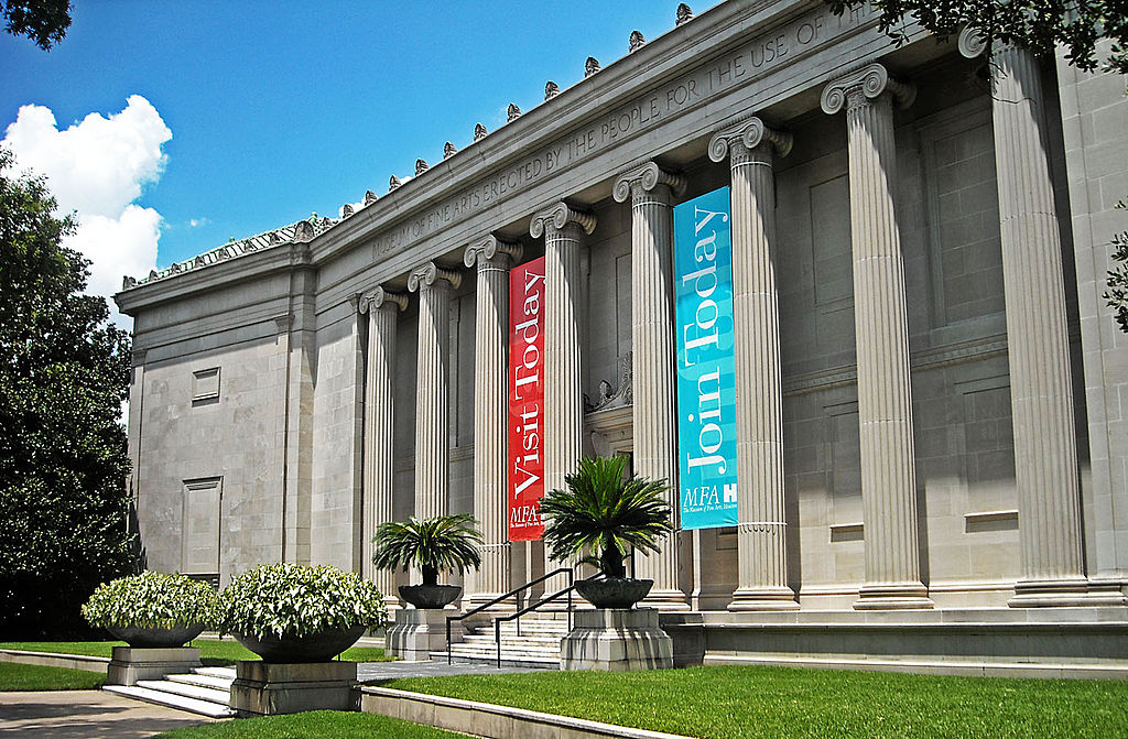 The façade of the Watkin Building of the Museum of Fine Arts in Houston. Photo by Hequals2henry / Wikimedia Commons.