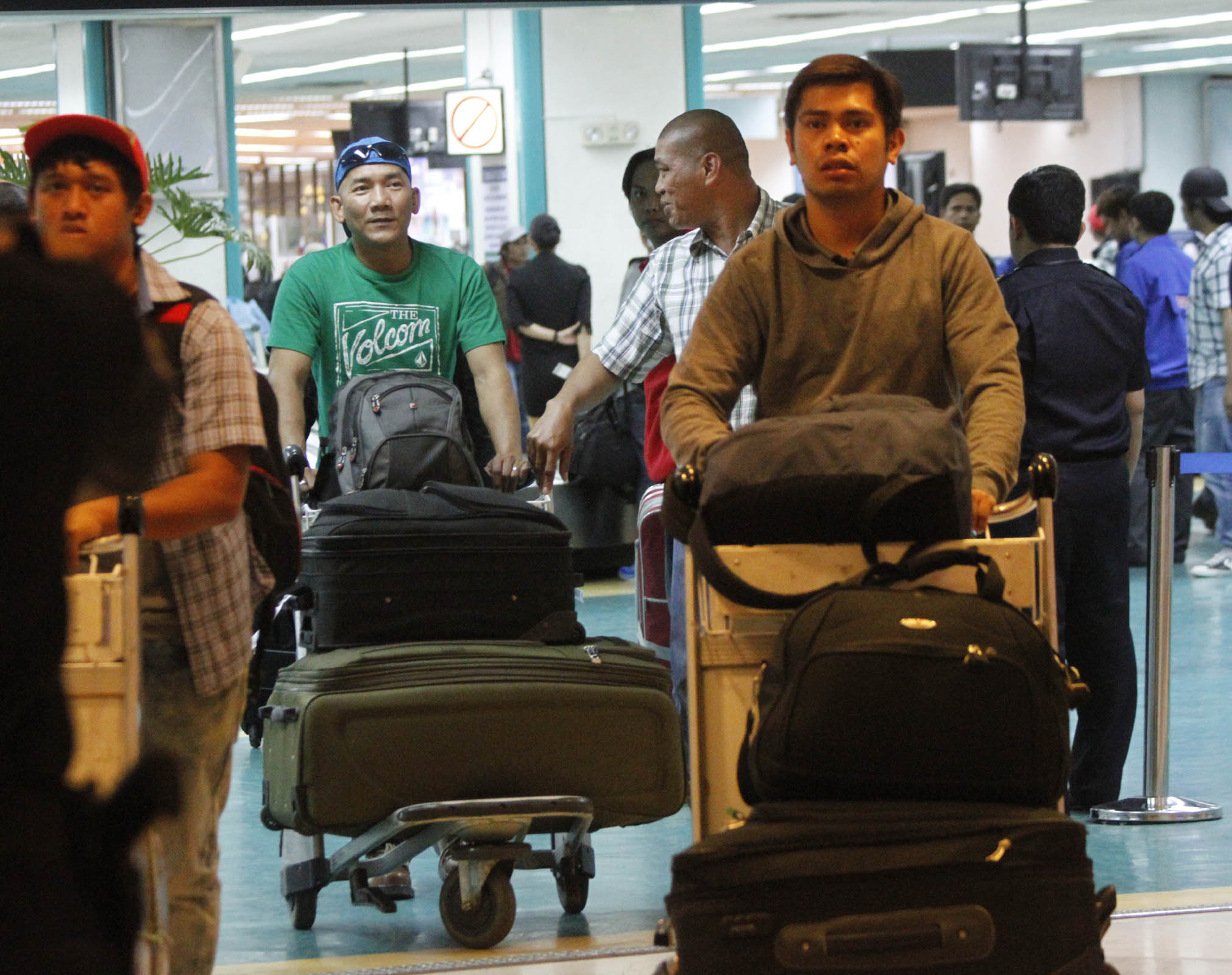 The 65 overseas Filipino workers (OFW) repatriated from Libya thru the effort of the Philippine government arrive at the Ninoy Aquino International Airport (NAIA) on Monday (June 23, 2014) in Pasay City. (PNA photos by Avito C. Dalan)