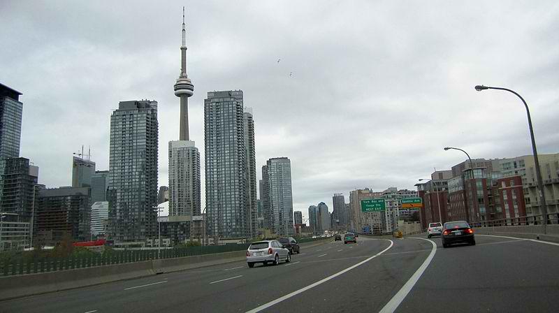 Gardiner Expressway. Photo by Haljackey / Wikimedia Commons.