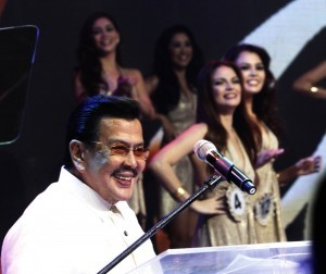 Former President and Manila Mayor Joseph Ejercito Estrada delivers his opening remarks during the coronation night of the Miss Manila 2014 on Tuesday night (June 24, 2014) at the Philippine International Convention Center in Pasay City. (PNA photo by Avito C. Dalan)