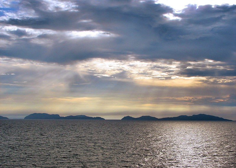 North and South Gigante Islands seen from the Visayan Sea. P199 / Wikipedia photo