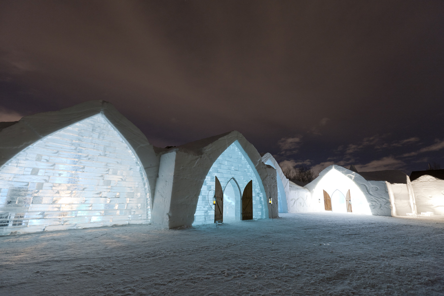 The fabulous Hotel de Glace in Quebec is built every winter and melts every summer. (Photo: http://www.hoteldeglace-canada.com / Xavier Dachez)