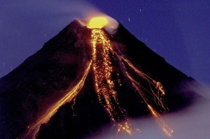 Mayon Volcano eruption on December 29, 2009. Tryfon Topalidis / Wikipedia photo