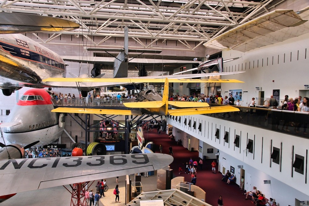 People visit Smithsonian National Air and Space Museum on June 13, 2013 in Washington. It holds the largest collection of historic aircraft and spacecraft in the world. Tupungato / Shutterstock