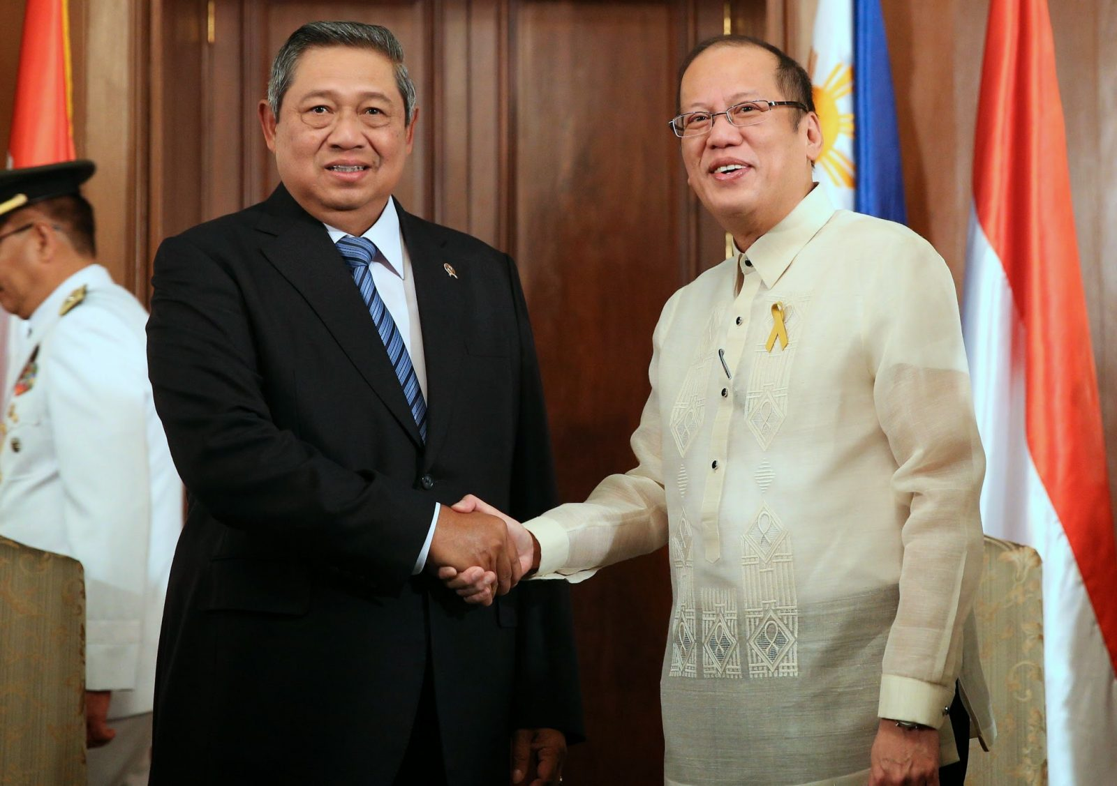 President Benigno S. Aquino III greets His Excellency Susilo Bambang Yudhoyono, President of the Republic of Indonesia, at the Music Room of the Malacañan Palace on Friday (May 23). (Photo by Ryan Lim / Malacañang Photo Bureau)