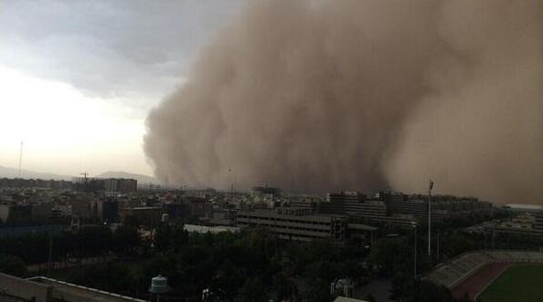 Dust storm in Tehran, Iran leaves 4 casualties. Photo courtesy of LiveCorner / Twitter