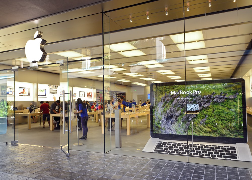 Apple Store in Honolulu, Hawaii. Cleanfotos / Shutterstock